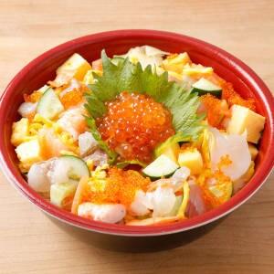 バラチラシ丼(旬な魚介を詰め込んだ贅沢ちらし)