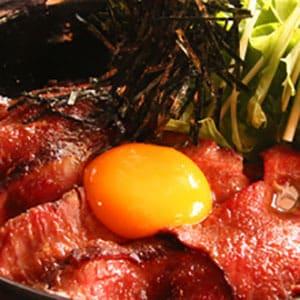 ローストビーフ丼(絶品濃厚だれ) シングル