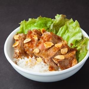 チルド熟成サーロインステーキ丼(ハーフ)