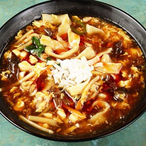 スーラー刀削麺 麺:刀削麺