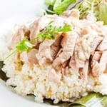 カオマンガイ(鶏肉の炊き込みご飯)/Khao Man Gai(Boiled Rice Served with Sliced Chicken)
