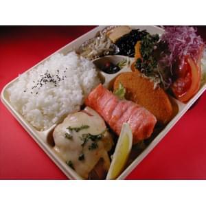 お任せ弁当(1400円)【2】ベーコンチーズハンバーグステーキメイン※待ち時間プラス5分※