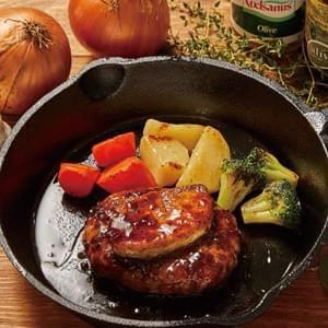 鴨のフォアグラ添え特製ソースハンバーグ Hamburg Steak with Special Sauce & Foie Gras