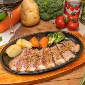 あらびきペッパーのガーリックソース(Steak with Pepper and Garlic sauce)