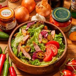 ハラペーニョとソーセージのピリ辛サラダ