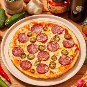 ハラペーニョとサラミのピリ辛ピッツァ Hot Pizza with Jalapeno & Salami Mサイズ