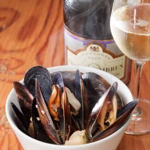 ムール貝のシャンパン蒸し【シャンパン食堂の名物料理】