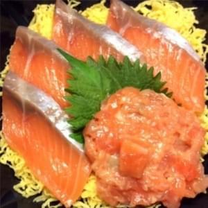 【7】サーモン丼