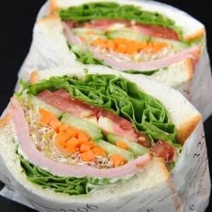 【20191126】ロースハムとチーズと7種の野菜 7種類のベジッタブルとロースハムとチェダーチーズを挟んだとてもヘルシーで贅沢なサンドウィツ