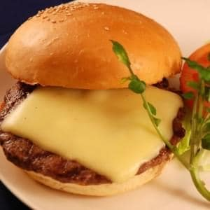 牛肉ビーフ100%チーズバーガー ポテト&ドリンクセット