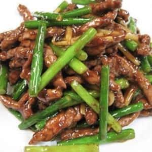 703 牛肉とニンニクの芽炒め(牛肉蒜薹)
