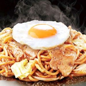 秘伝 70年豚焼そば 月見焼そば/Secret Recipe70th Yakisoba(Pork)