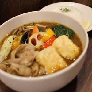 今月の期間限定スープカリー ルスツ産豚しゃぶと揚げだし豆腐のスープカリー