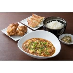 【E334】麻婆豆腐定食+餃子3個+唐揚げ2個