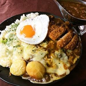 タンパクロースカツ一代カレー【ロースカツ、チーズ、目玉焼き】
