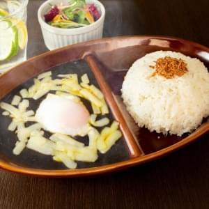 【HK3】焼きチーズと温玉黒カレー
