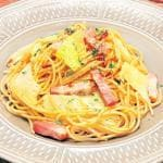 ベーコン&アンチョビ&キャベツのペペロンチーネ(Spaghetti with garlic, olive oil, chili peppers, Bacon, Anchovies and Cabbage)