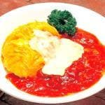 とろーりチーズ&トマトソースのレアオムライス(Omelet on butter rice with melted cheese and tomato sauce)