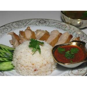 カオマンガイ(蒸し鶏肉のご飯)