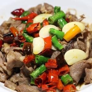 【562】羊肉と三種の唐辛子煮込み