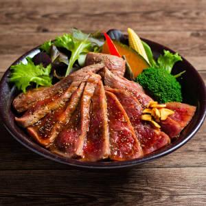 ブラックアンガスCABサーロインステーキ丼 200g