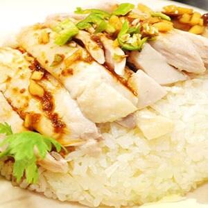 23.蒸し鶏の焼きこみご飯(カオマンガイ)
