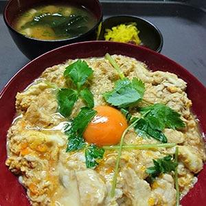 """親子丼(ブランド米""""つや姫""""使用)"""