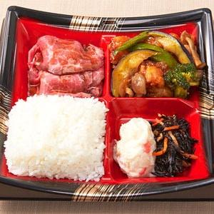 【A2】ローストビーフと黒酢チキンの彩り弁当