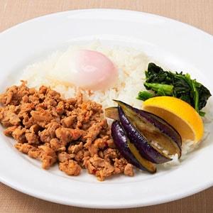 【J4】ガパオ・ガイ‐鶏肉のバジル炒めごはん