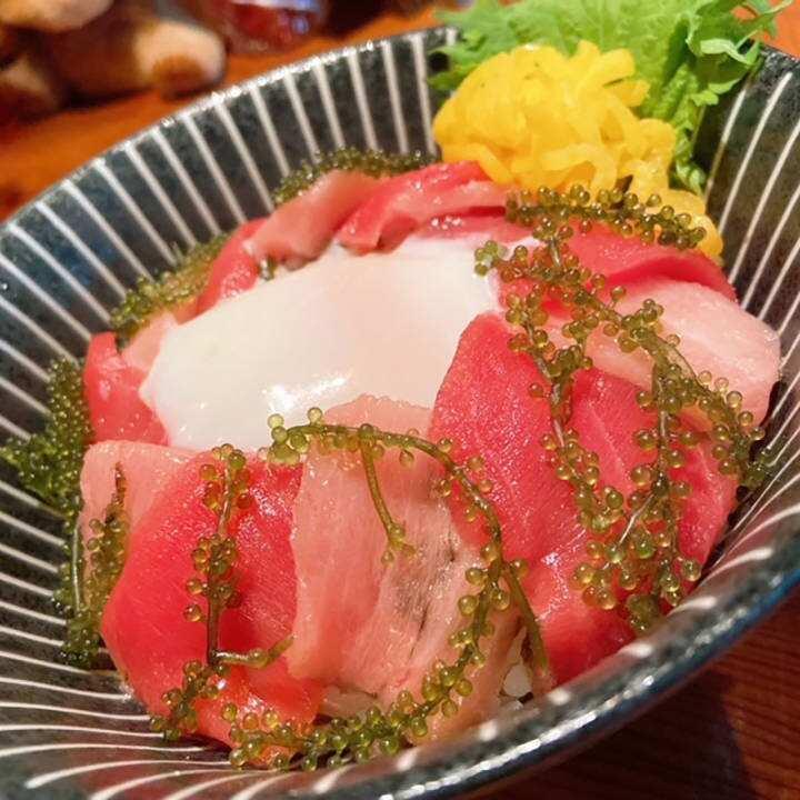 マグロ丼と沖縄ピザ ぱなり
