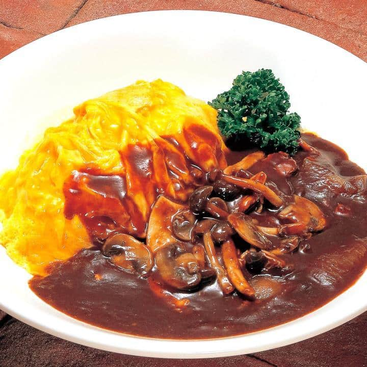 デミグラスソース&キノコのレアオムライス(Omelet on butter rice with mushroom and demi‐glace sauce)